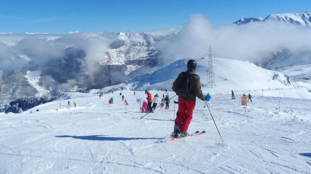 people skiing and snowboarding in Verbier