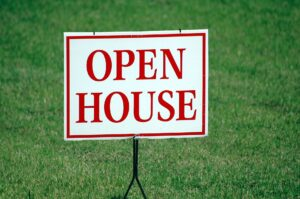 Open house sign in the frontyard