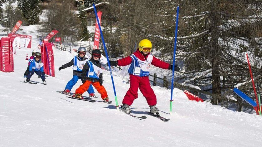 Kids skiing in skiing club